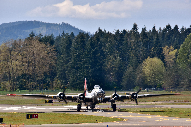 b17-on-runway-B17_wm